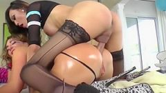 Shemale Venus Lux anals sub Savannah Fox