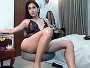 Perfect t-girl cums on cam