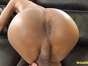 Sexy Lightskin Tranny Shows Her Asspussy